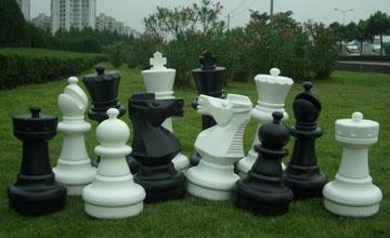This is the product image for Large Giant Chess set with mat. Detail: GARDEN. Product ID: GCC.